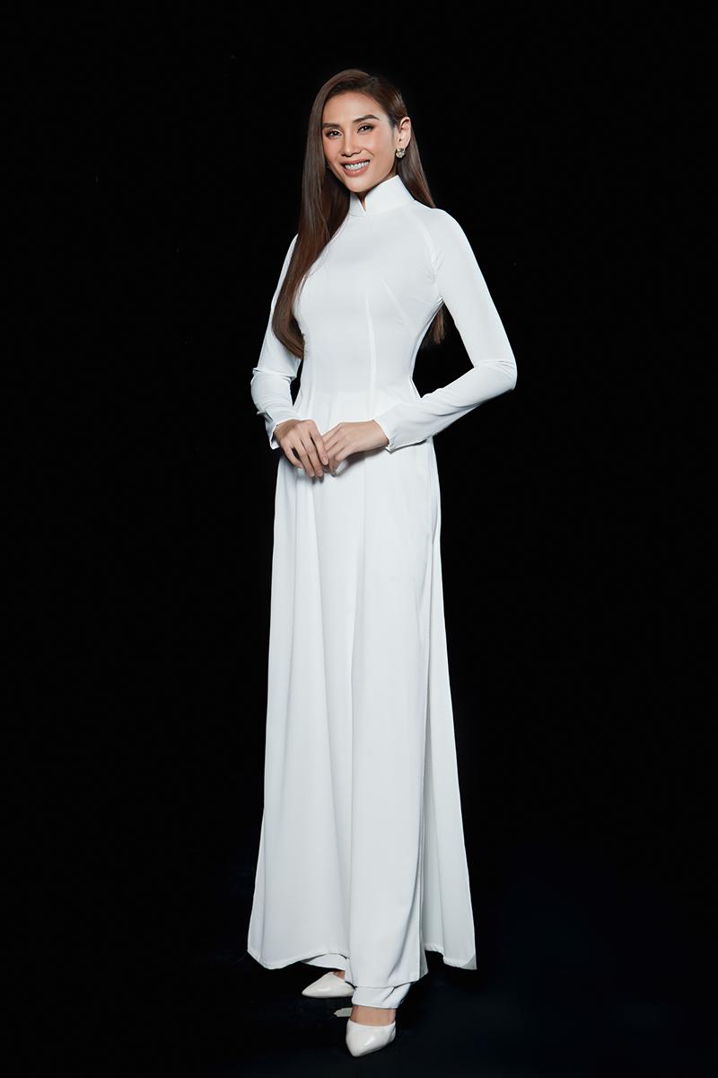 Siêu mẫu Võ Hoàng Yến diện áo dài nữ sinh, nhớ về tuổi học trò cấp ba