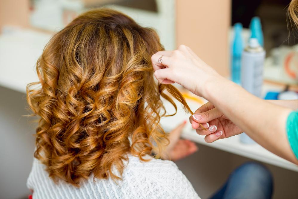 Không uốn tóc khi da đầu có những vết thương trầy xước