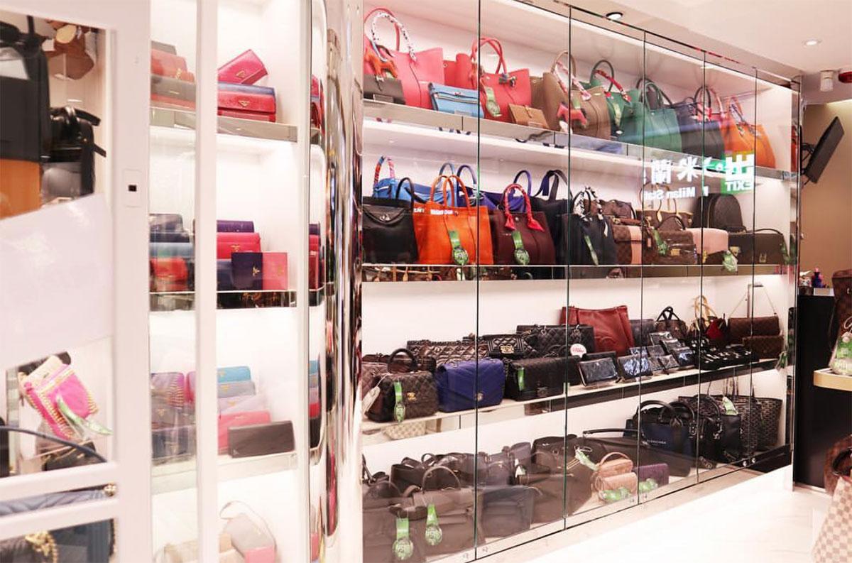 Bên trong cửa hàng Milan Station ở Hồng Kông. Đây là một địa điểm mua hàng second hand xa xỉ được bảo chứng nguồn gốc rõ ràng mà nhiều fashionista biết đến. Ảnh: Instagram @milanstation
