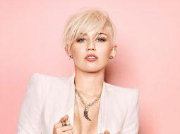 Miley Cyrus nhuộm tóc màu trắng