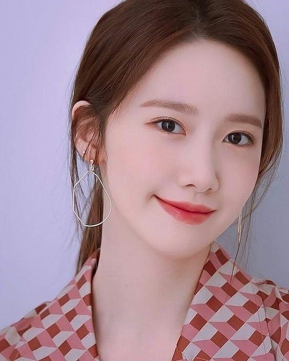 Kẻ mắt trong cách trang điểm nhẹ nhàng kiểu Hàn Quốc
