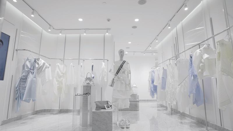TAILE chính thức ra mắt flagship showroom ngập sắc trắng ở Sài Gòn 2