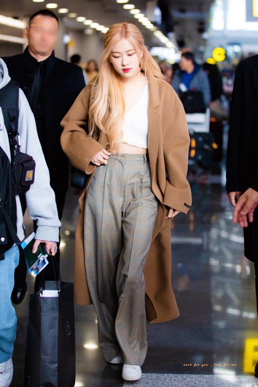 Áo croptop, thời trang sân bay của sao nữ Hàn