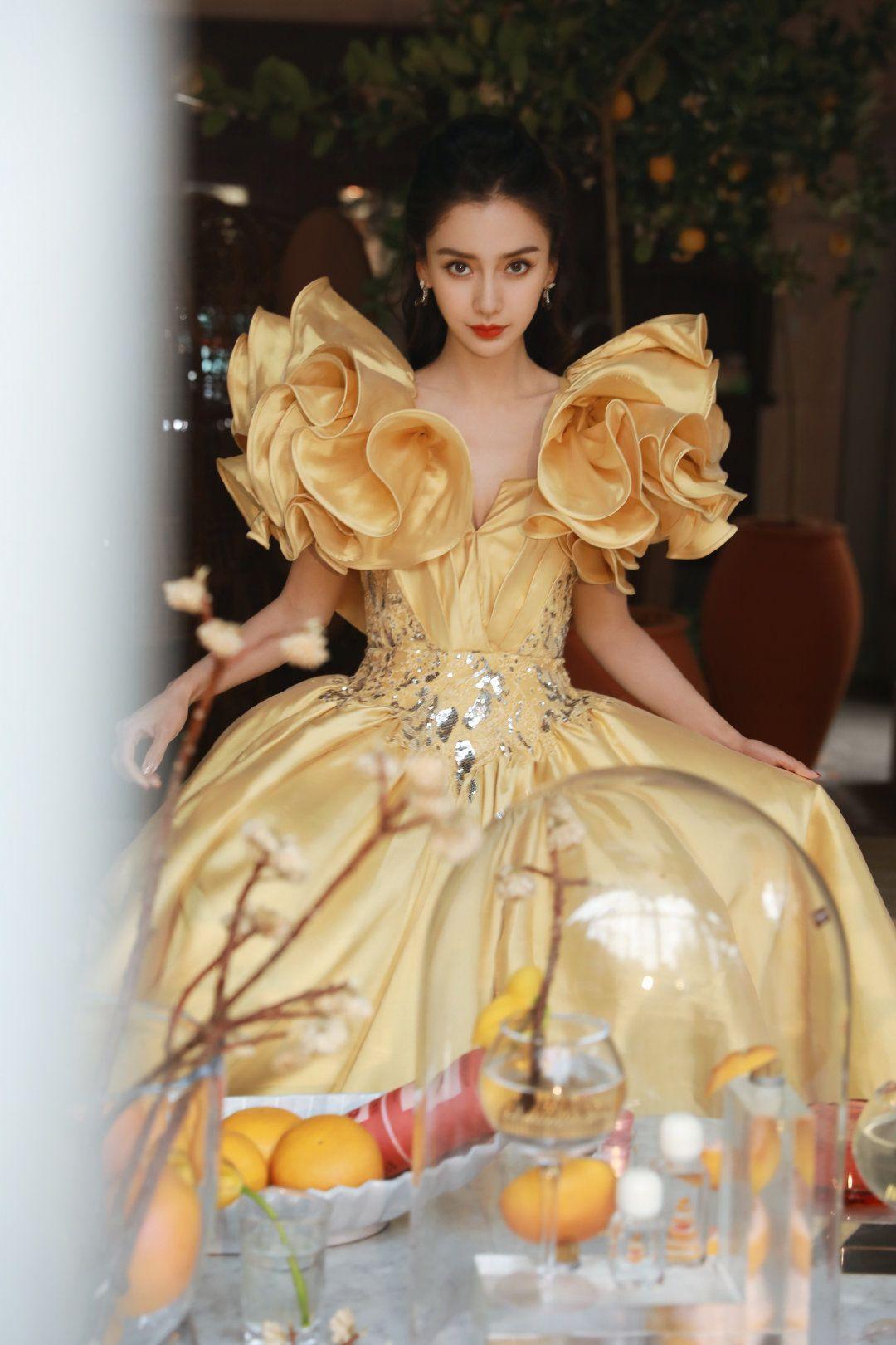Angelababy ăn mừng sinh nhật tại Weibo Night 2020 với Dior, Elie Saab 6