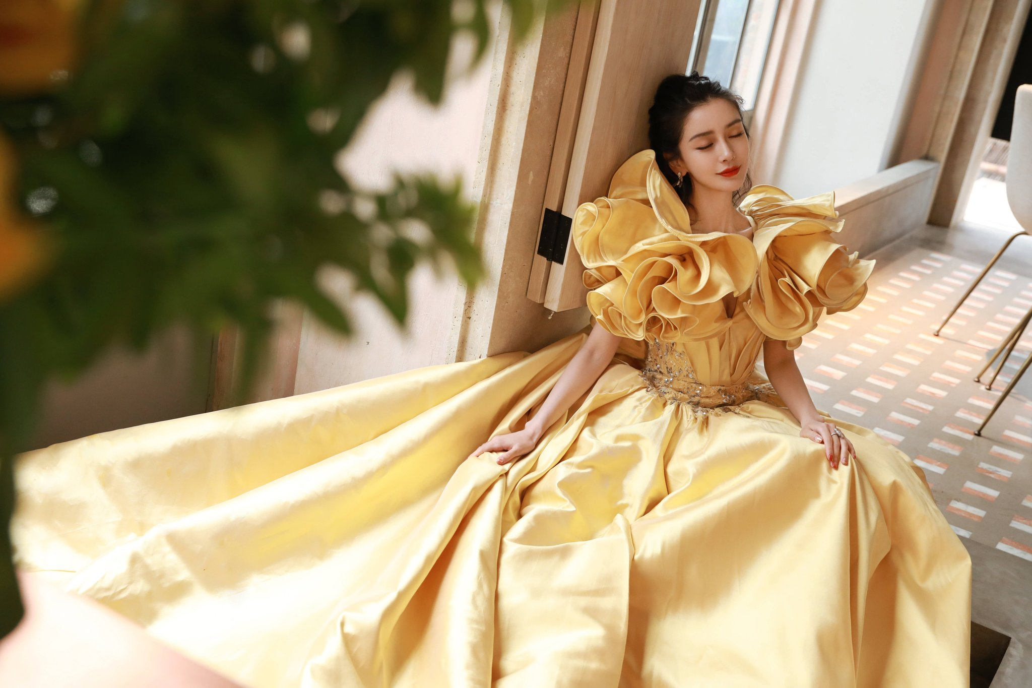 Angelababy ăn mừng sinh nhật tại Weibo Night 2020 với Dior, Elie Saab 4