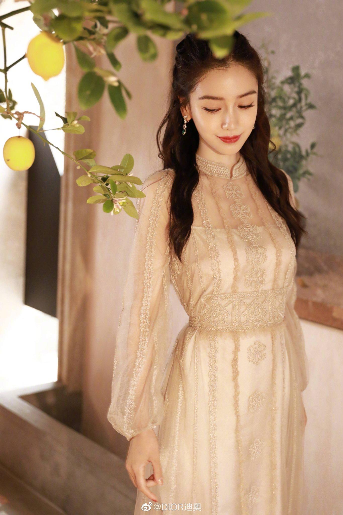 Angelababy ăn mừng sinh nhật tại Weibo Night 2020 với Dior, Elie Saab 3