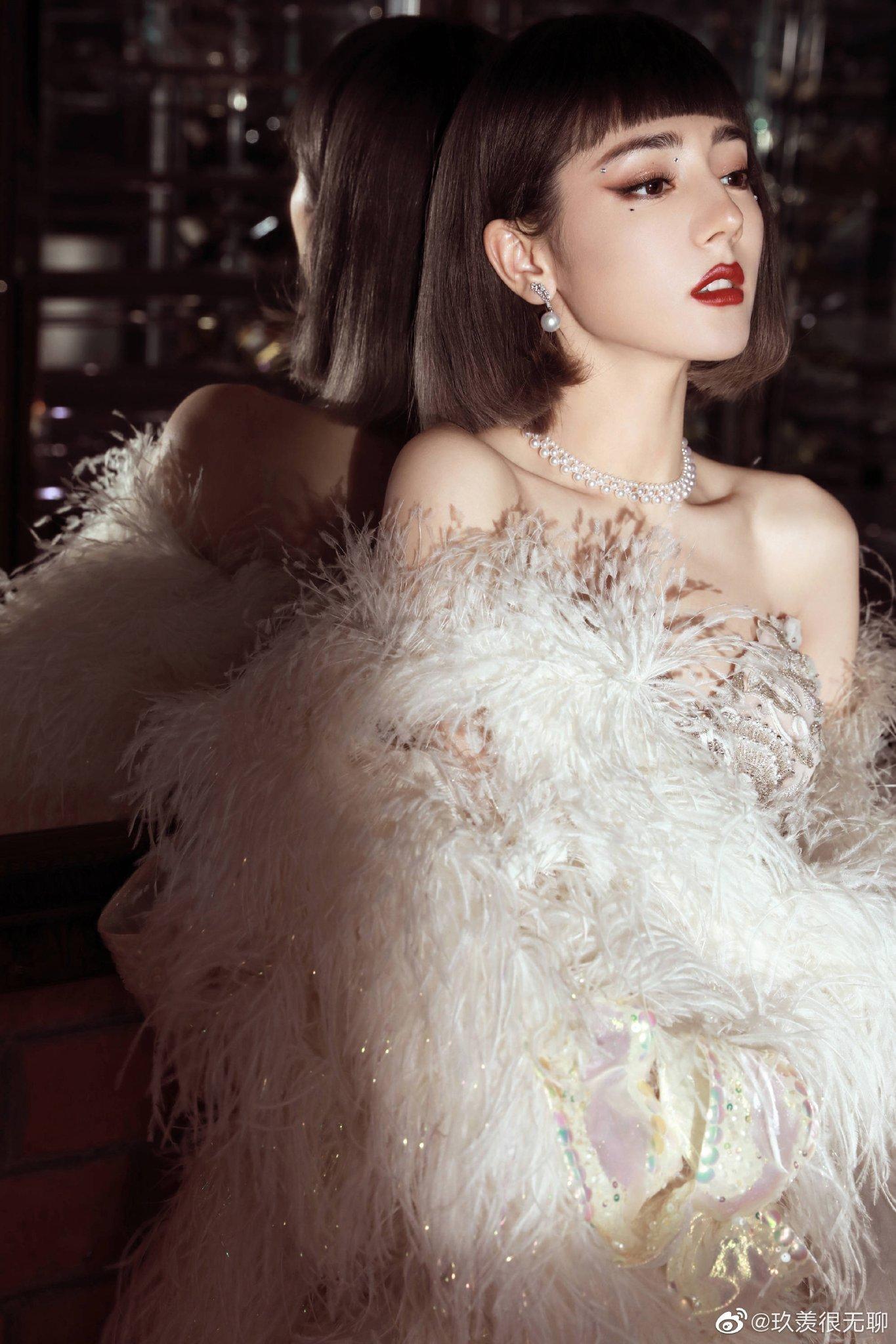 Địch Lệ Nhiệt Ba hóa Audrey Hepburn tại lễ trao giải Weibo Night 2020 2