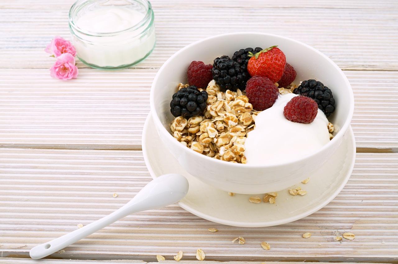 yến mạch trái cây, sữa chua