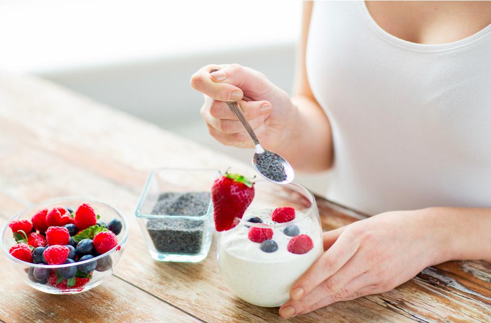 Cách ăn hạt chia để giảm cân với sữa chua, mật ong
