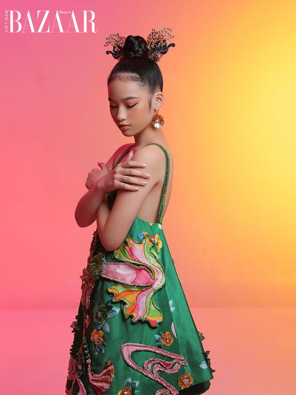Mẫu nhí Almira Bảo Hà hóa nàng công chúa Á Đông với trang phục gấm 3