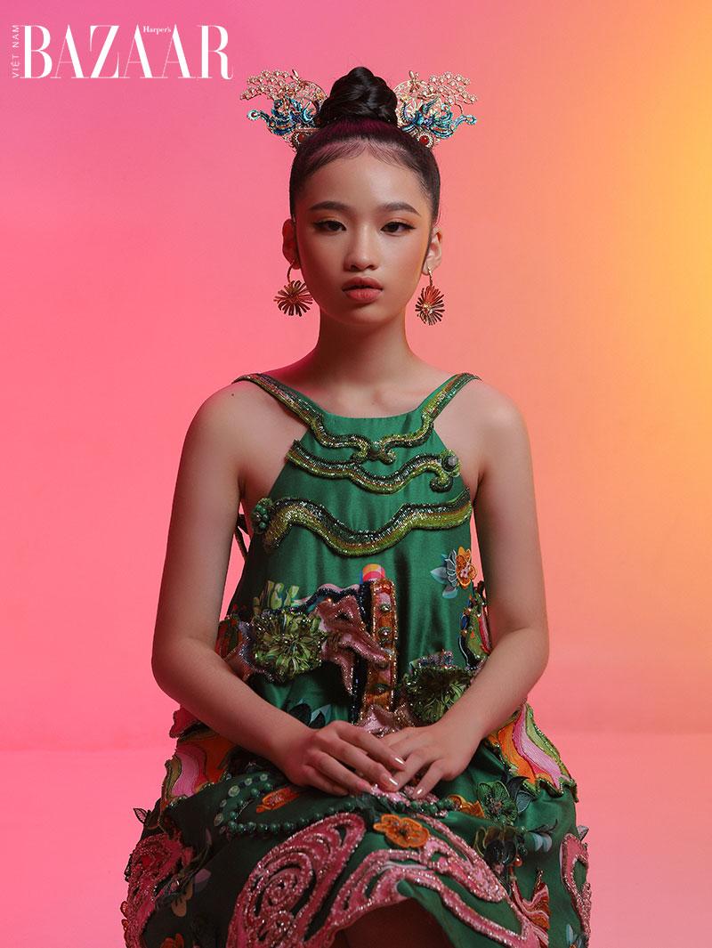 Mẫu nhí Almira Bảo Hà hóa nàng công chúa Á Đông với trang phục gấm 2