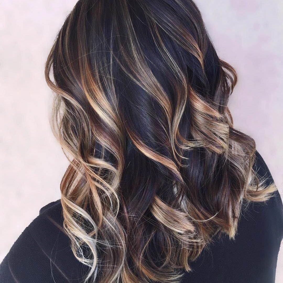 tẩy tóc nhiều khiến tóc bạc sớm
