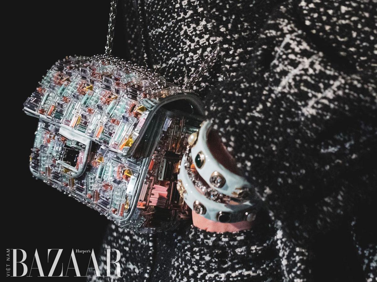 Túi xách Chanel mùa Thu Đông 2021: Tiếp tục là vải tweed, sequin và đính kết