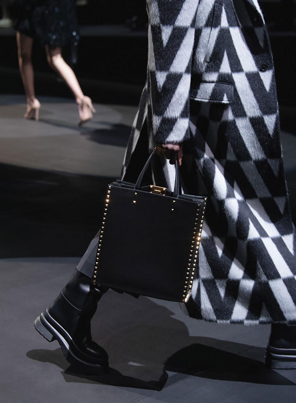 Tất cả các mẫu túi xách Valentino mùa Thu Đông 2021 20