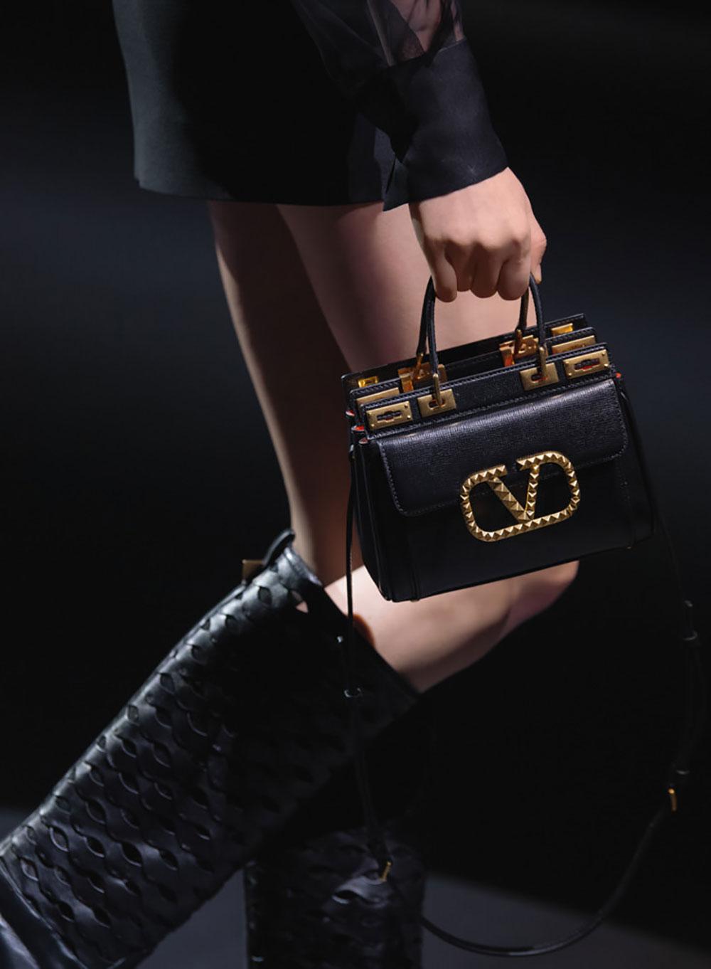 Tất cả các mẫu túi xách Valentino mùa Thu Đông 2021 21