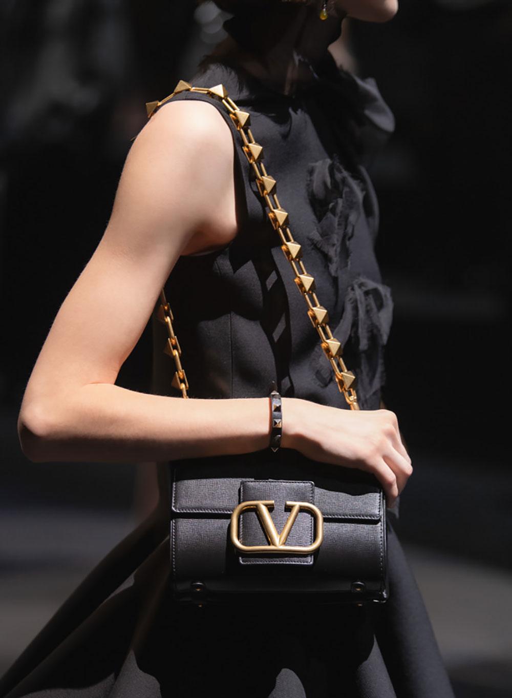 Tất cả các mẫu túi xách Valentino mùa Thu Đông 2021 23