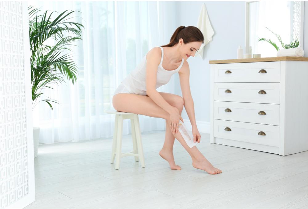 Công dụng của phấn rôm: làm dịu da trước khi tẩy lông chân