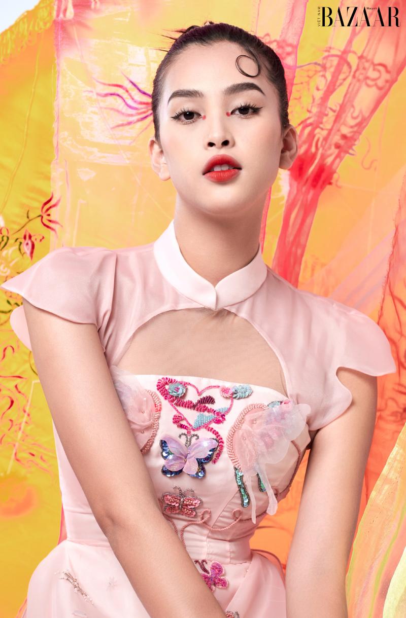 Tiểu Vy hoá cánh bướm mùa xuân trong BST Butterfly Effect từ SHE BY HOA NGUYEN
