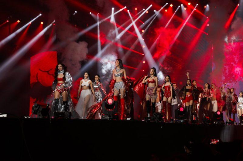 Tiểu Vy, Minh Tú diện bikini Hà Nhật Tiến tại concert Rap Việt All-Star 3