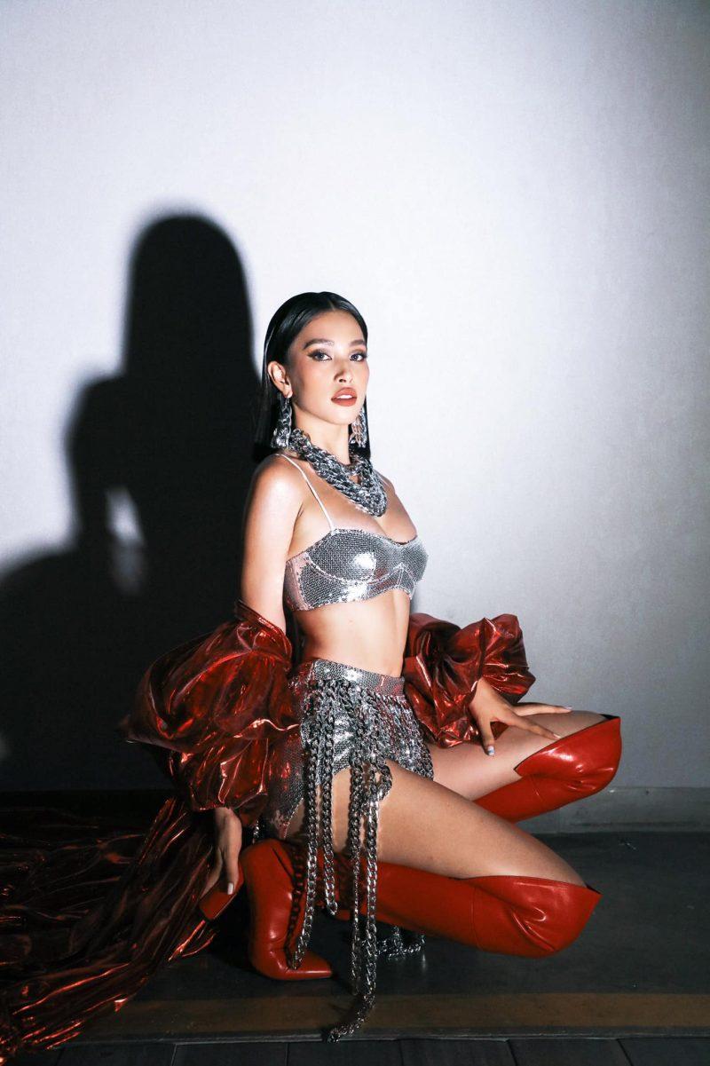 Tiểu Vy, Minh Tú diện bikini Hà Nhật Tiến tại concert Rap Việt All-Star 6