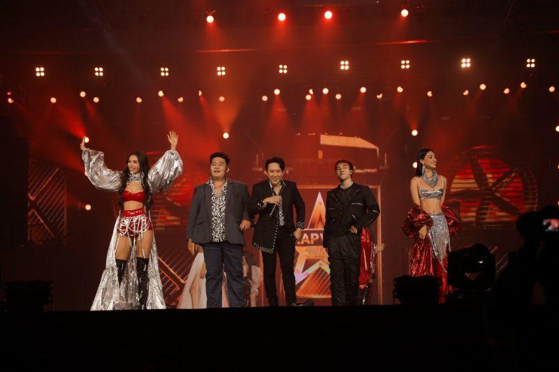 Tiểu Vy, Minh Tú diện bikini Hà Nhật Tiến tại concert Rap Việt All-Star 2