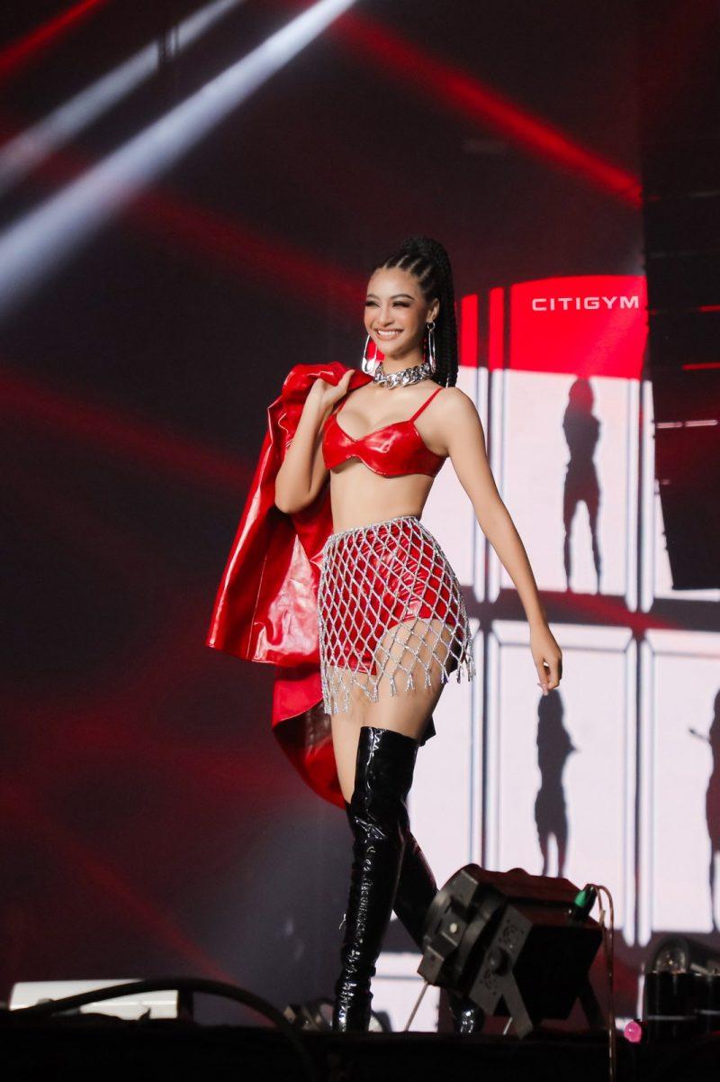 Tiểu Vy, Minh Tú diện bikini Hà Nhật Tiến tại concert Rap Việt All-Star 4