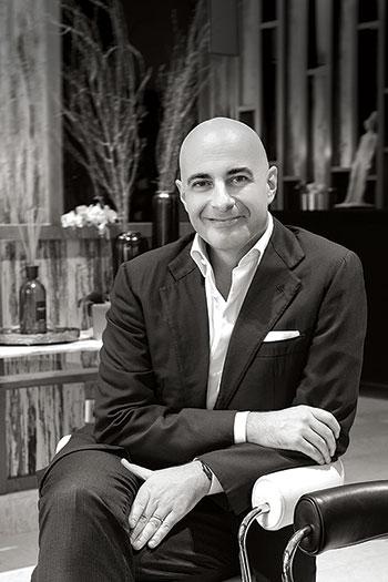 Dante Brandi và Chiara Chiapponi: Vợ chồng tổng lãnh sự Ý giúp gầy dựng ngành thời trang Việt