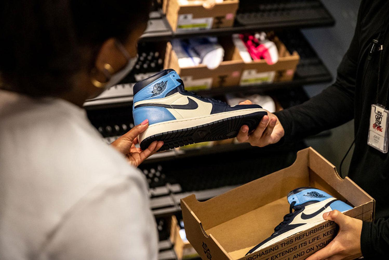Nike có khả năng cháy hàng vì các nhà máy Việt Nam ngừng hoạt động
