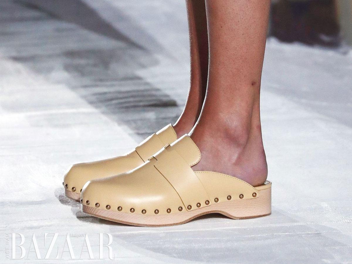 Giày clog là gì và vì sao những đôi guốc gỗ này trở lại mùa Xuân Hè 2021 8