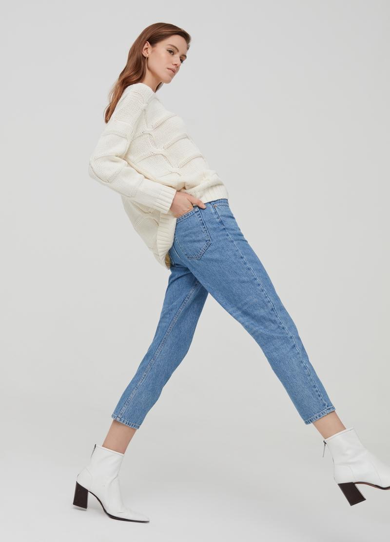 Quần slim fit jeans