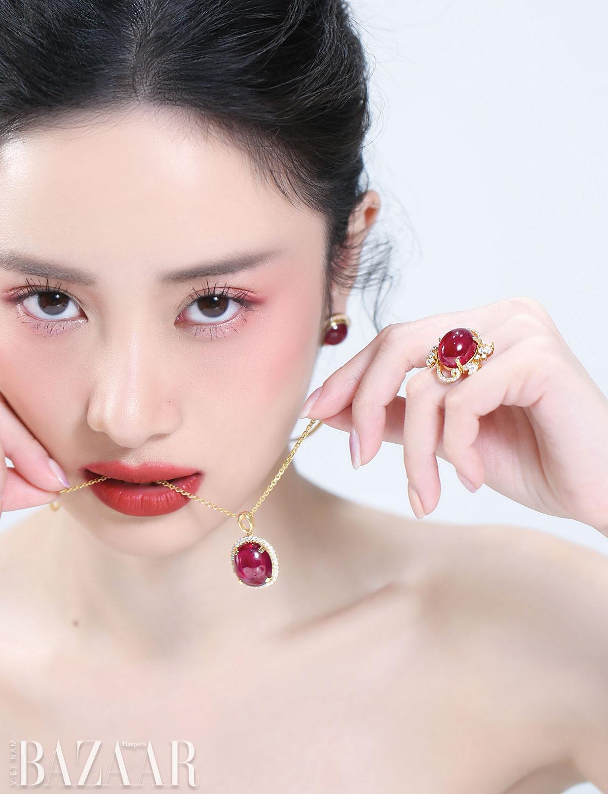 Phối kim cương cùng hồng ngọc 1