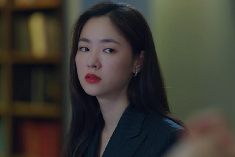 Bóc giá loạt hoa tai hàng hiệu của Hong Cha Young trong phim Vincenzo 2