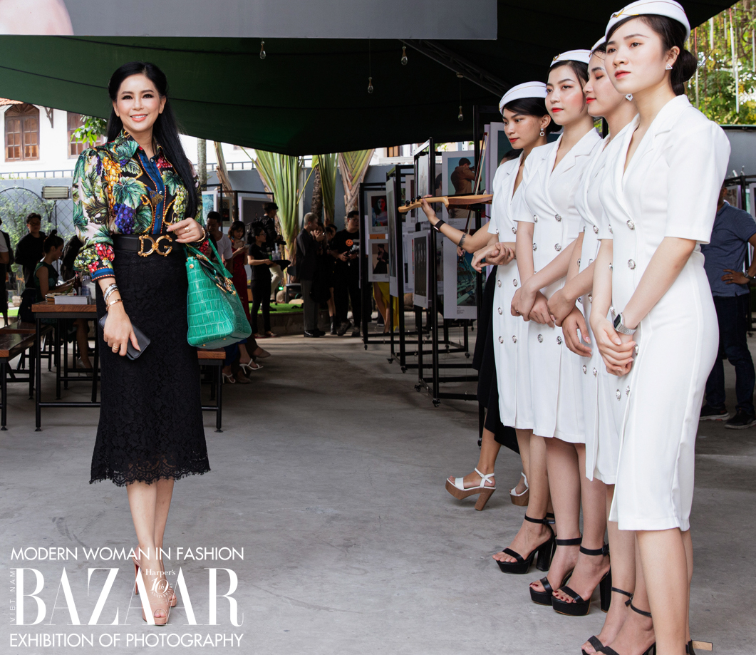 Doanh nhân Thủy Tiên sở hữu chiếc túi Versace Signature cực hiếm