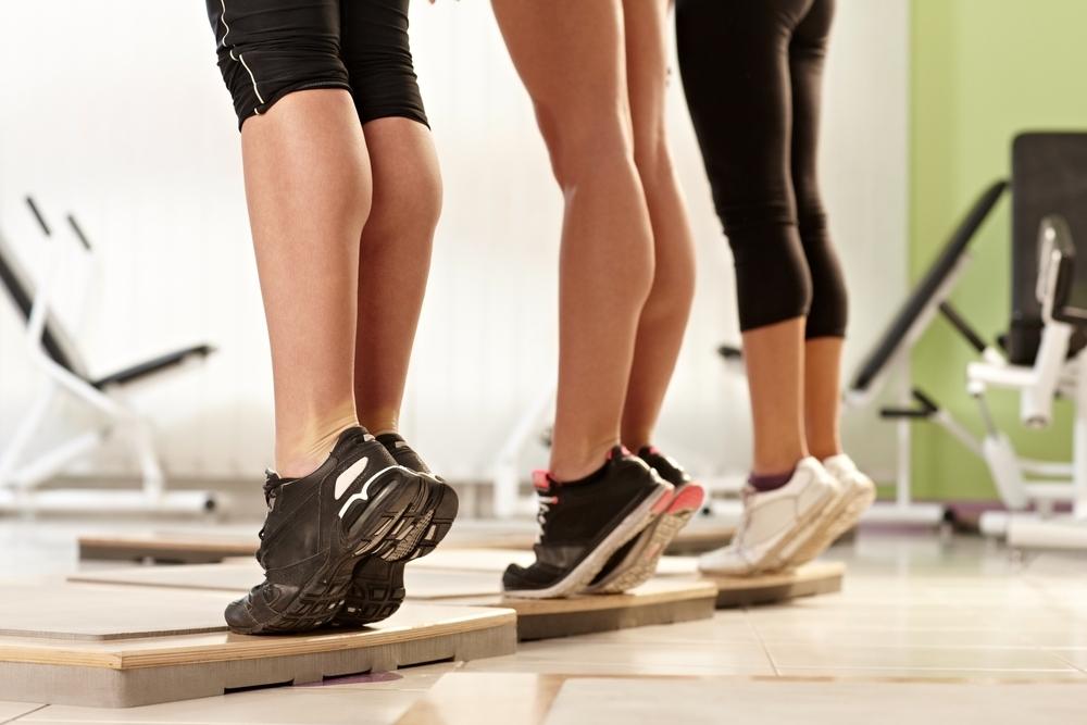 Bài tập giảm mỡ bắp chân: Nâng gót chân