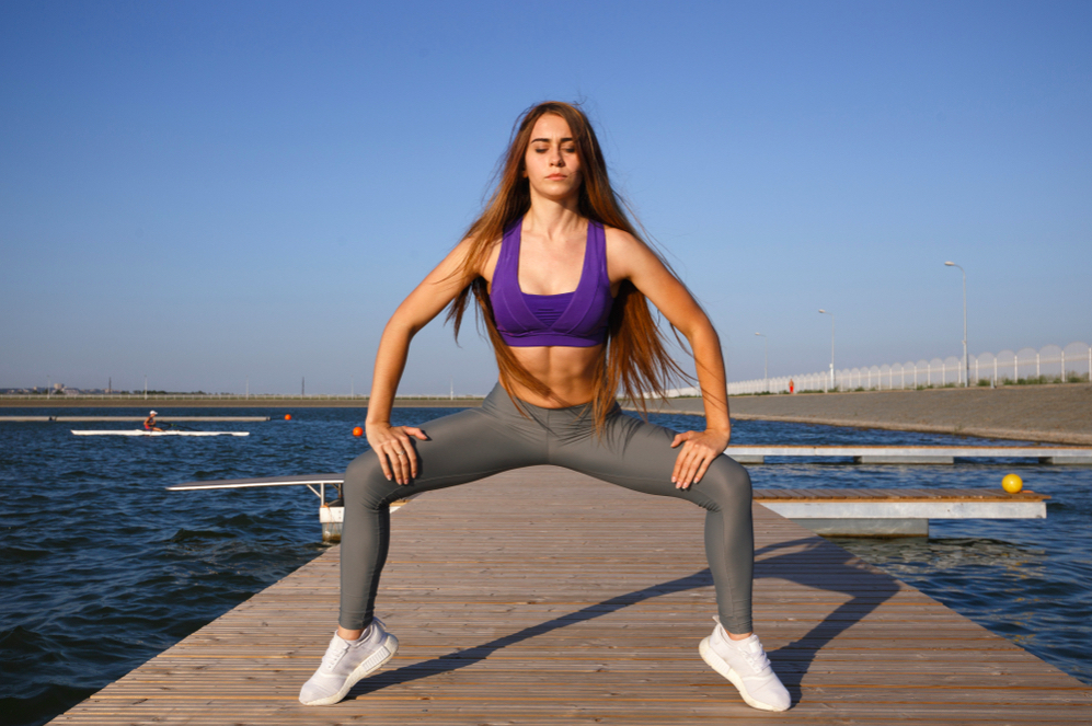 Bài tập chân plie squat