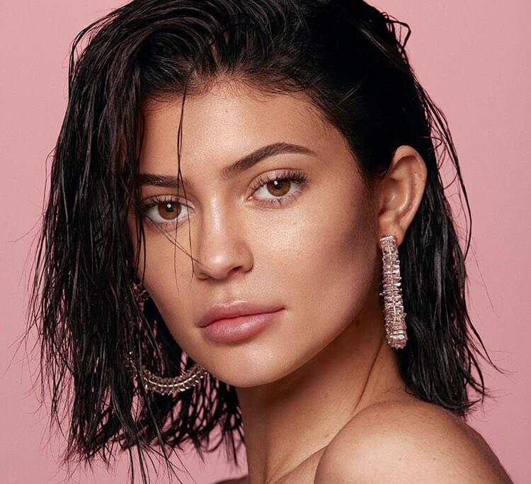 trang điểm giống Kylie Jenner