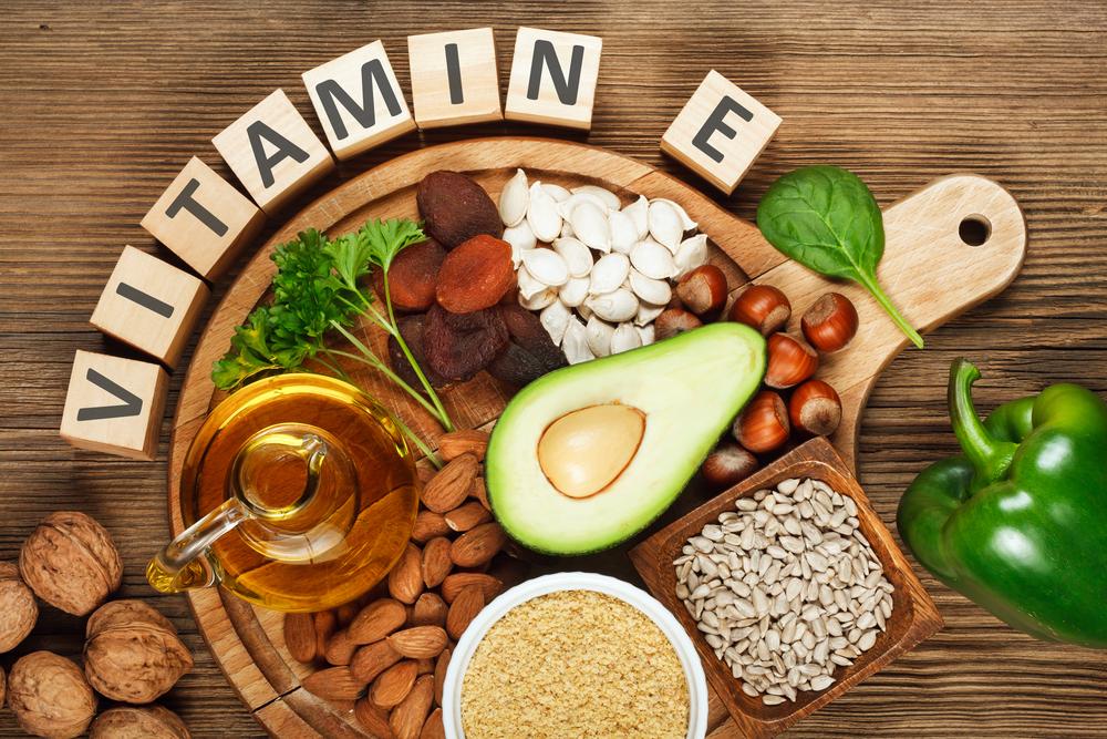 Uống vitamin E có trị mụn không?