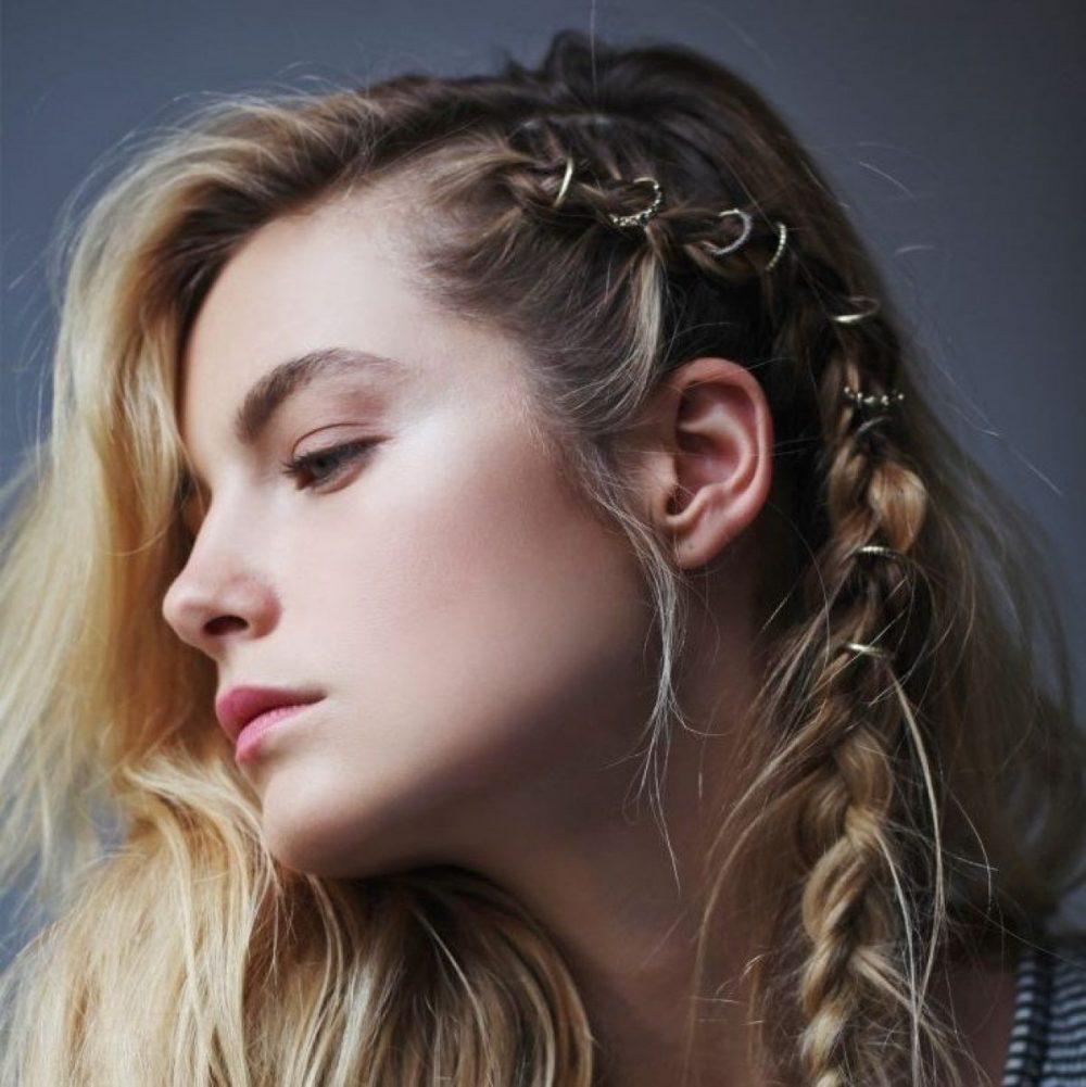 Tết tóc cá tính 1/3 đầu với phụ kiện