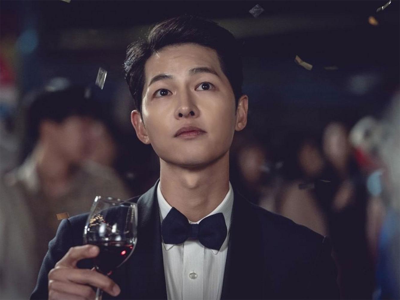 Song Joong Ki bật khóc trên phim trường vào ngày Vincenzo đóng máy