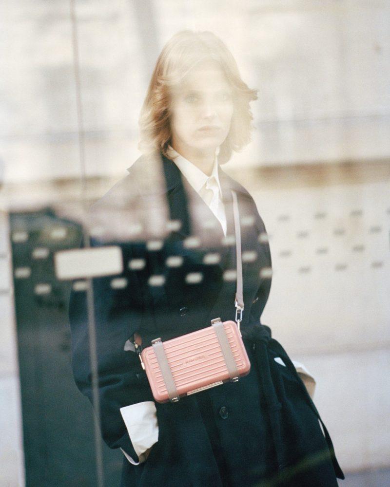 Không chỉ sản xuất vali, Rimowa còn ra mắt ví đeo chéo người trendy 2