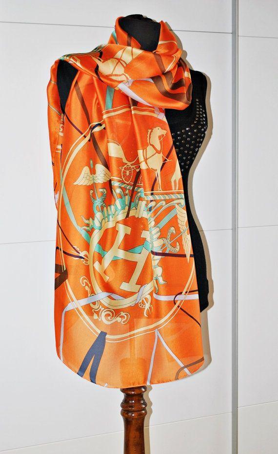 Chiếc khăn choàng màu cam của Hermes