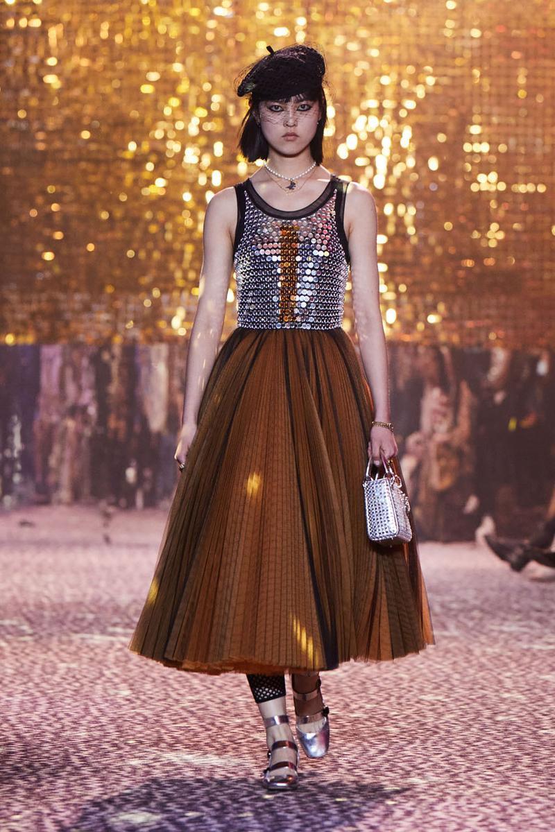 Thiết kế màu nâu của Dior trong Bộ sưu tập Pre-Fall 2021