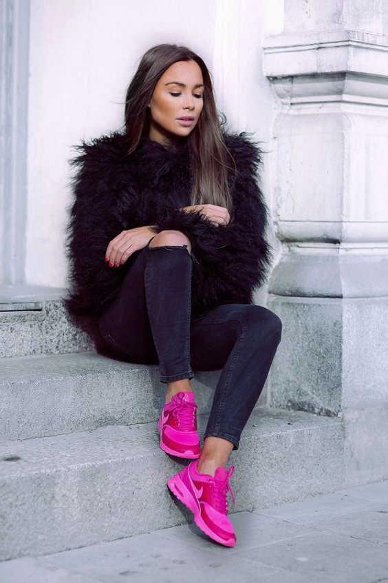 Cách phối đồ với giày màu hồng cùngáo khoác
