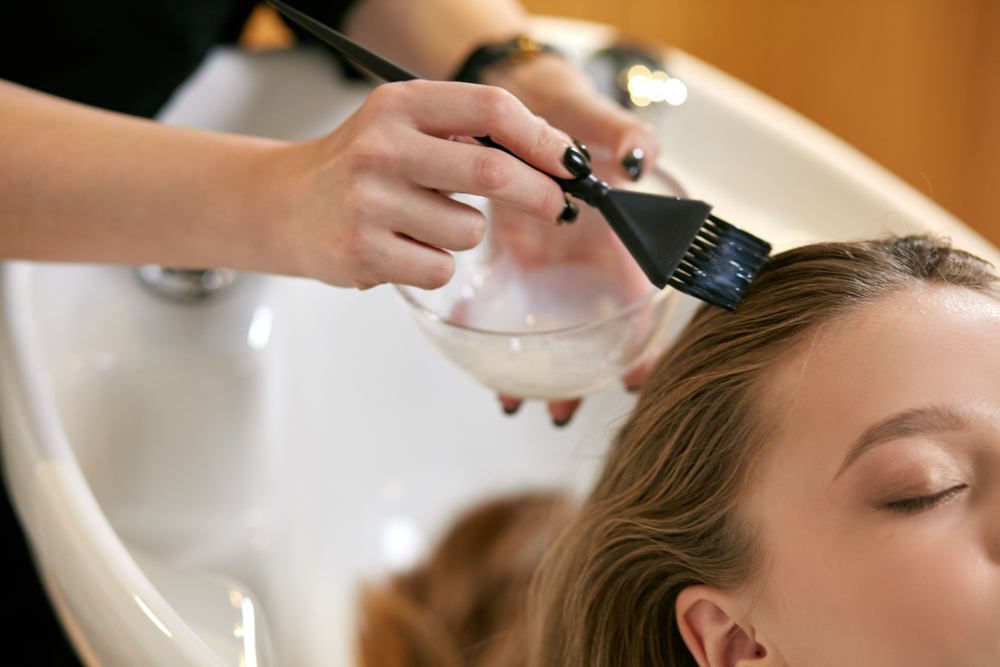 cách tẩy thuốc nhuộm tóc dính trên da
