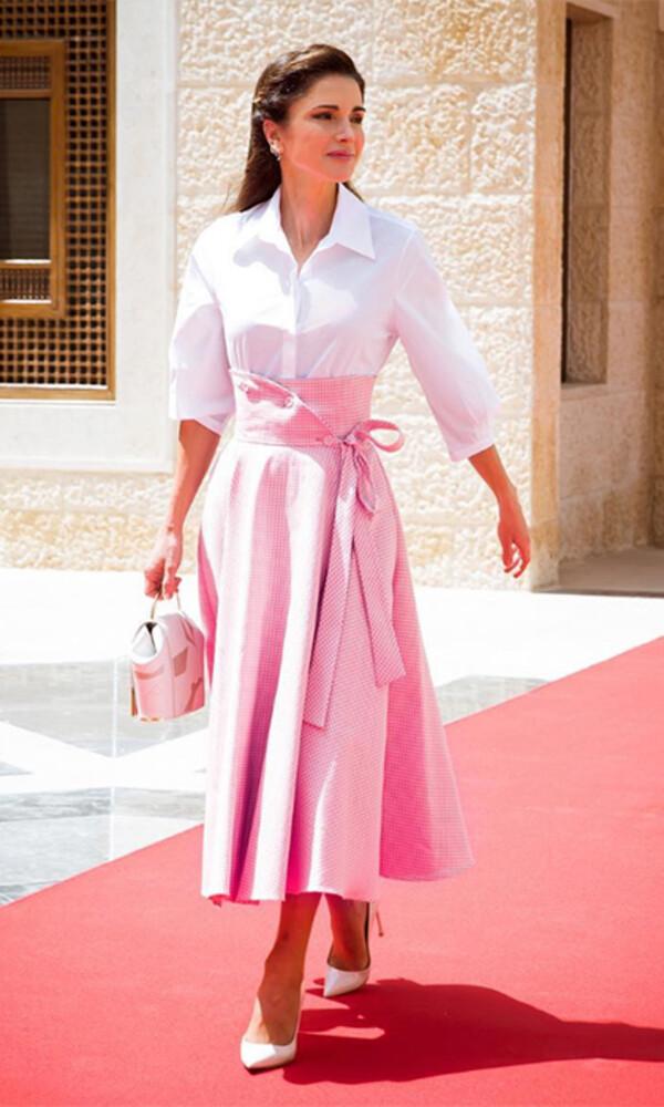 váy hồng nên mặc áo màu gì