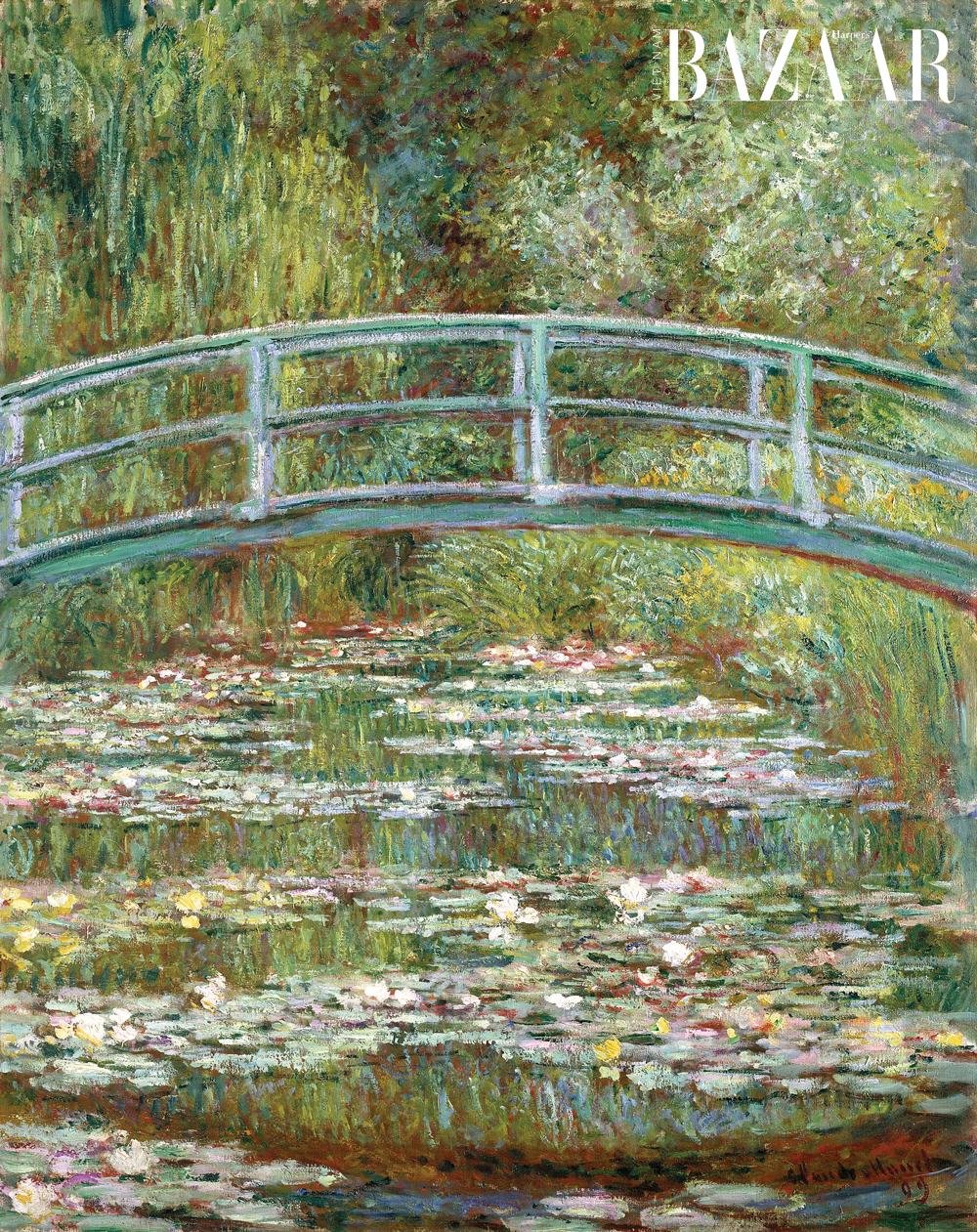 Ảnh phải: Tranh Cây cầu Nhật bắt ngang ao hoa súng - Le Bassin aux nymphéas, harmonie verte (1899) được Claude Monet vẽ trong vườn ở Giverny.