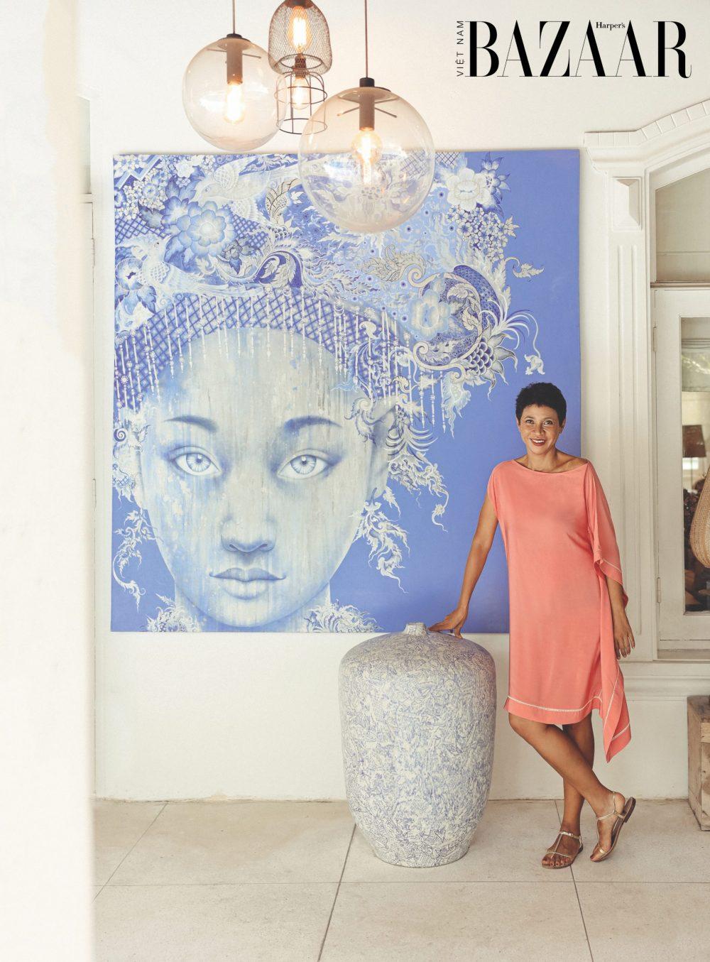 Marielle sinh ra ở Madagascar. Cô gái đảo quốc châu Phi chuyển đến Pháp sinh sống từ năm 17 tuổi. Năm 2006, chị cùng gia đình đến Việt Nam. Là người đầy sức sống và yêu sáng tạo, 2 Mariella đã tự thiết kế lại khuôn viên sống rộng gần 1.000m mà chưa từng học qua lớp kiến trúc nào.