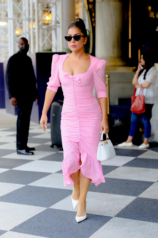 Lady Gaga gây sốt New York với street style đậm chất hoàng kim Hollywood