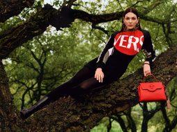 Versace Pre-Fall 2021: Trang phục cho thế giới hậu đại dịch