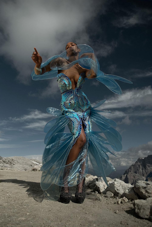 Iris Van Herpen Haute Couture Thu Đông 2021 biến thời trang cao cấp thành đồ đi nhảy dù
